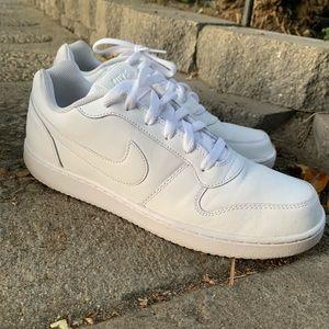 ✨🧔🏻 White Nike's